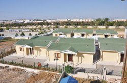 Prefabrikovaná budova rehabilitačného centra od Karmodu