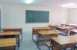 Karmod založil prefabrikovanú budovu strednej školy